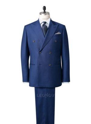 Двубортный синий костюм