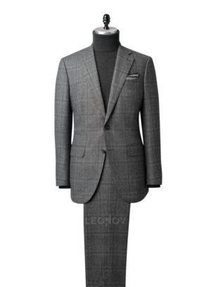 Светло-серый костюм в клетку
