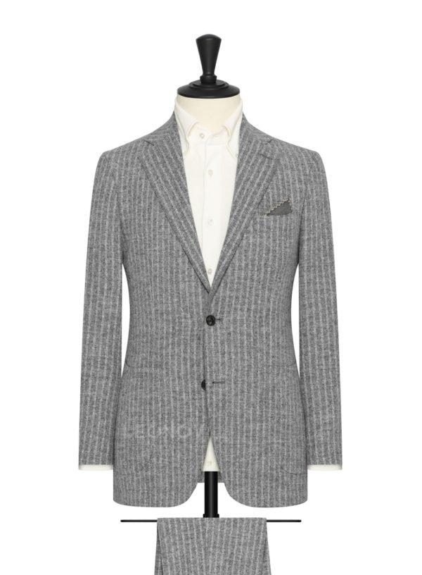 Светло-серый фактурный костюм в тонкую полоску