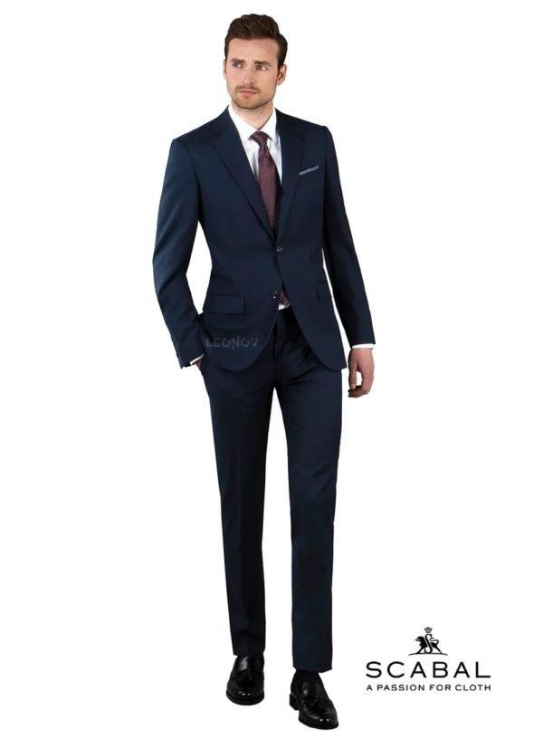 Темно-синий костюм с паттерном «елочка»