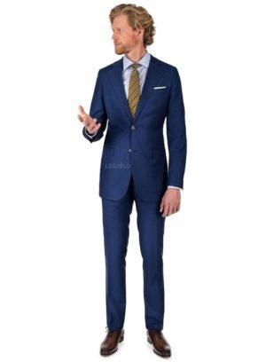 Синий клетчатый костюм