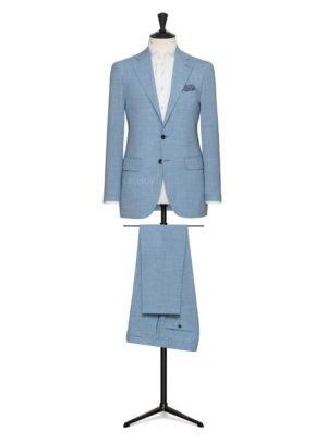 Небесно голубой мужской костюм