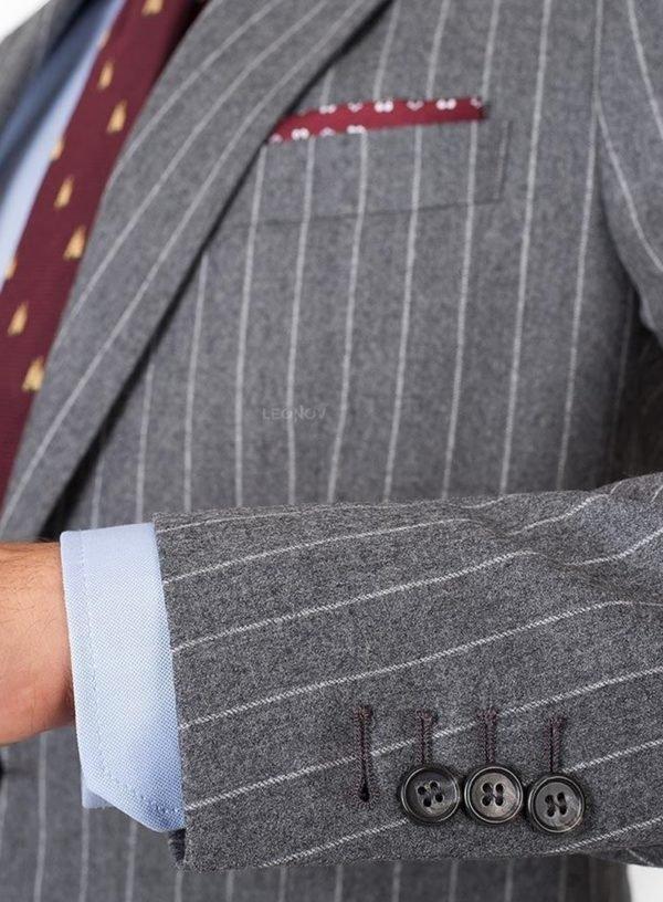 Серый фланелевый костюм в меловую полоску