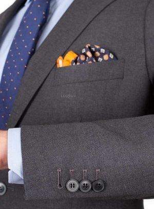 Серый костюм из ткани в рогожку