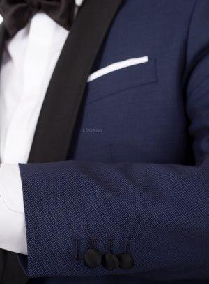 Темно-синий смокинг с паттерном