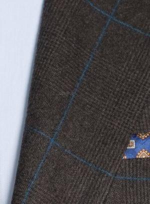 Коричневый костюм в синюю клетку