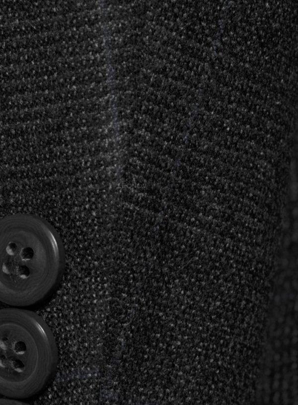 Темно-серый костюм в синюю клетку