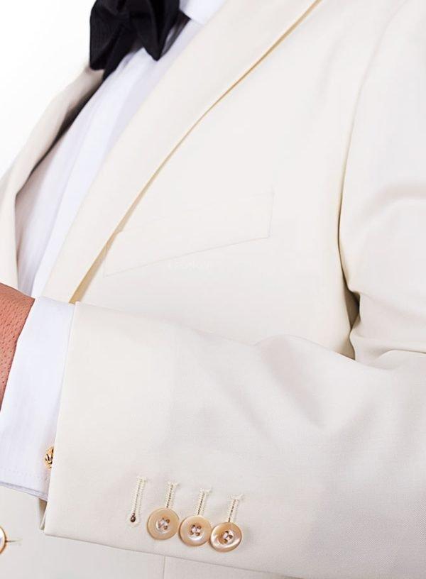 Обеденный пиджак цвета слоновой кости