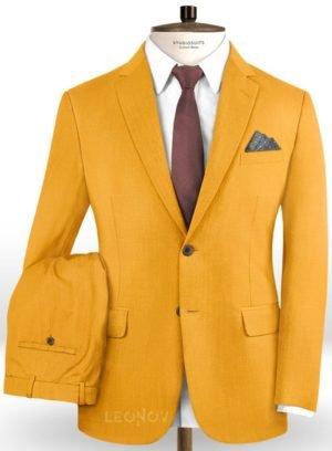 Ярко оранжевый костюм из шерсти