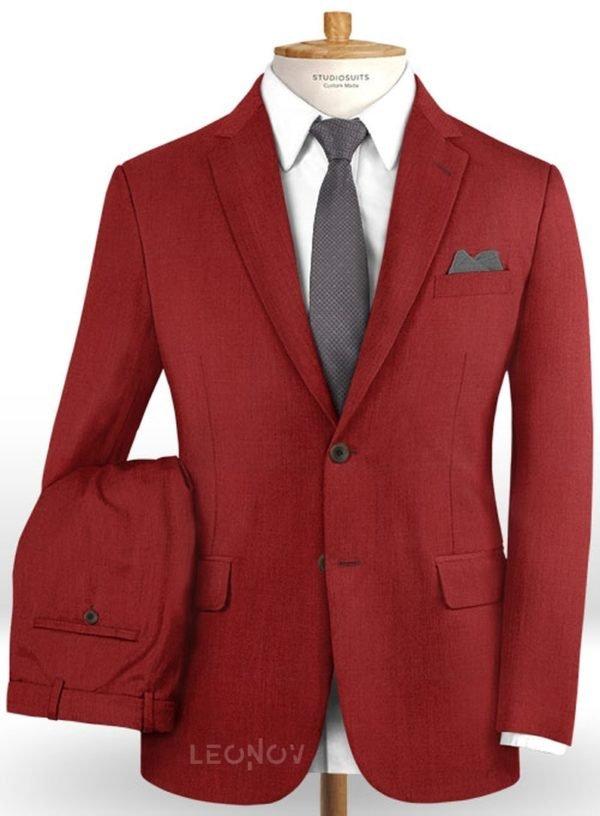 Красный костюм из шерсти