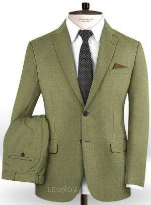 Светло-зеленый костюм из шерсти