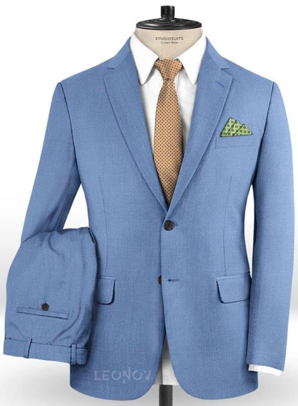 Голубой костюм из шерсти
