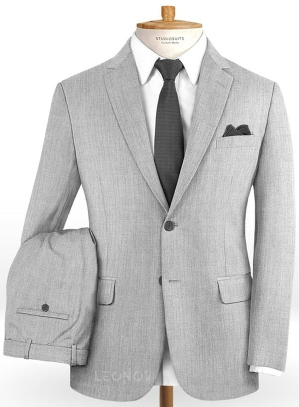 Светло-серый костюм из камвольной шерсти