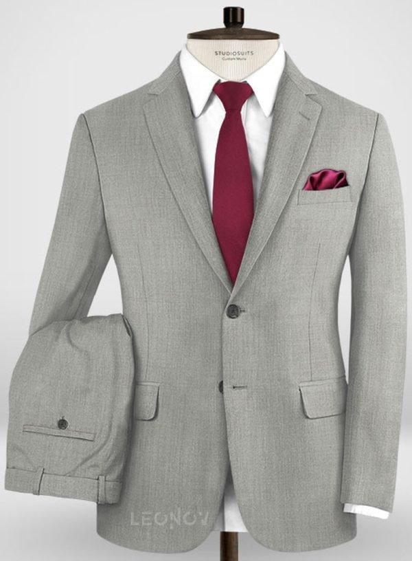 Деловой классический светло-серый костюм из шерсти